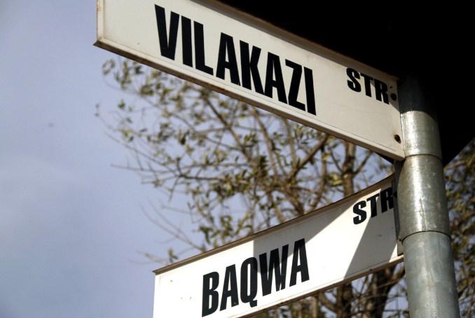 Localizada no Soweto, a Vilakazi Street é a única rua do mundo a abrigar as antigas residências de dois Nobel: Mandela e o arcebispo Desmond Tutu (foto: Eduardo Vessoni)