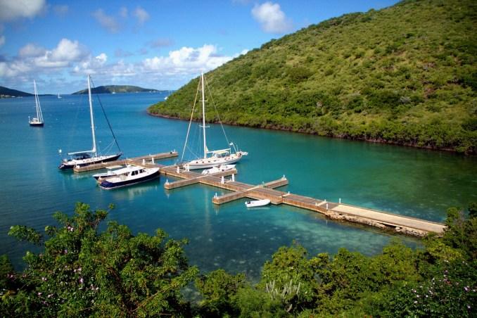 """Píer de acesso a Biras Creek, em Virgin Gorda. As Ilhas Virgens Britânicas são consideradas a """"capital mundial da navegação"""" e """"capital mundial da vela"""""""
