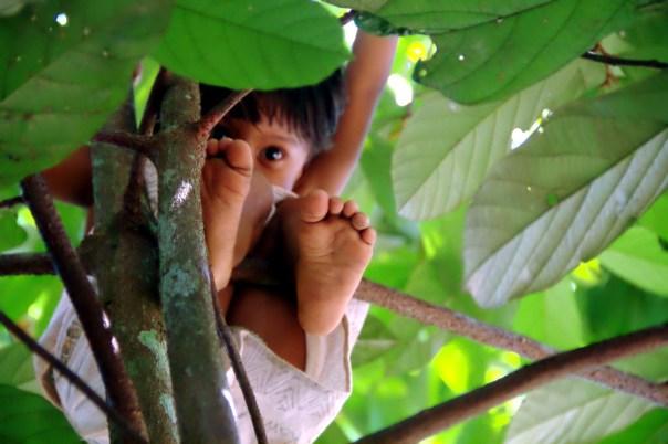 Menina Kambeba, em Manacapuru, Amazonas (foto: Eduardo Vessoni)