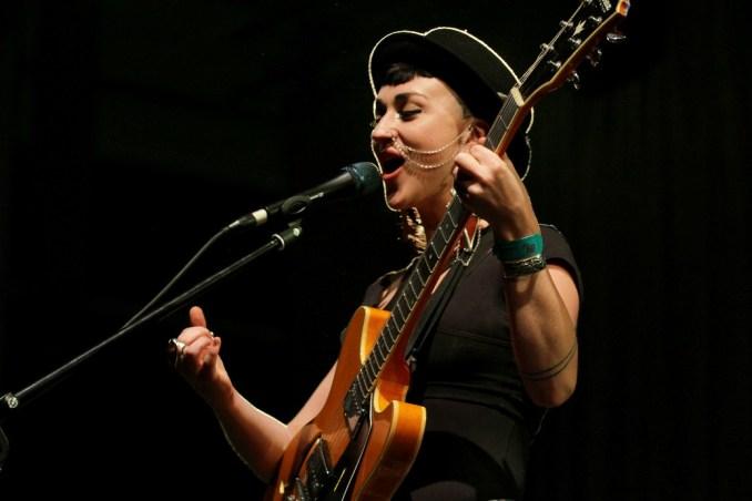 A banda australiana Hiatus Kaiote se apresenta no Montreux Jazz Festival, no dia 18 de julho (foto: Eduardo Vessoni)