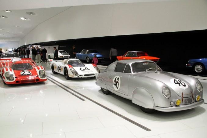 Localizado em Stuttgart, o Porsche Museum possui um acervo com mais de 80 modelos da marca que estão expostos em um espaço de 5.600 m² (foto: Eduardo Vessoni)