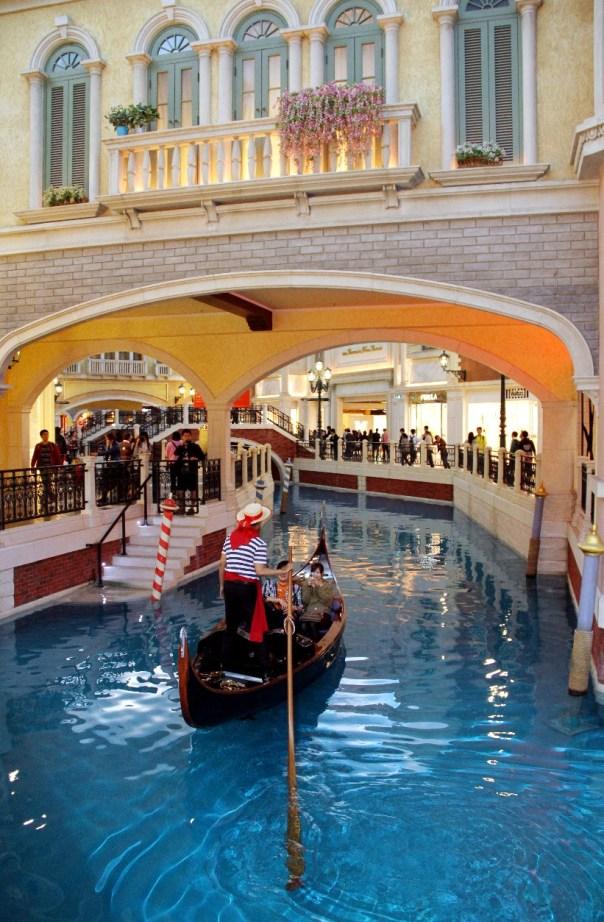 Gôndolas no Venetian, shopping em Macau, China (foto: Eduardo Vessoni)