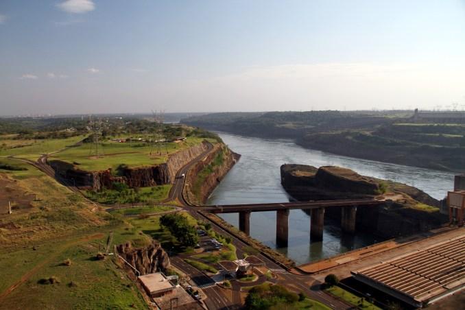 <strong>Considerada uma das maiores hidrelétricas do planeta, a Itaipu Binacional já recebeu a visita de 18 milhões de pessoas desde que começaram os trabalhos no local, em 1975 (foto: Eduardo Vessoni)</strong>