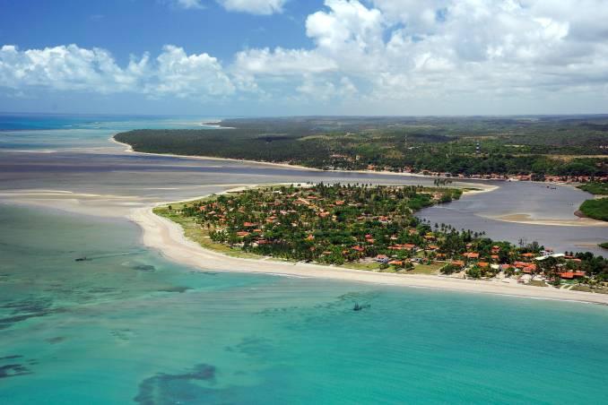 Vista aérea de Japaratinga, um dos municípios da Costa dos Corais, em Alagoas (foto: Luis Eduardo Vaz / Divulgação)