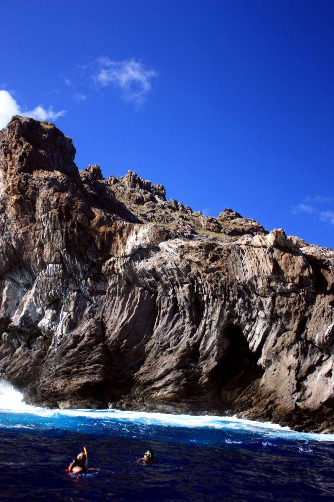 1) MERGULHAR: Seja com cilindro ou snorkel, os mergulhos nas águas azuladas da Ilha de Páscoa, como em Motu Nui, são algumas das experiências mais marcantes do destino (foto: Eduardo Vessoni)