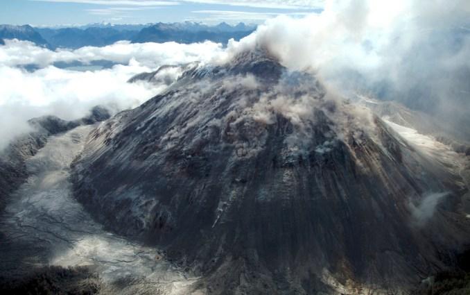 Vista do vulcão Chaitén, a 10 km da cidade de Chaitén, cujas erupções recentes foram em 2008 e 2009 (foto: Sam Beebe/Flickr-Creative Commons)