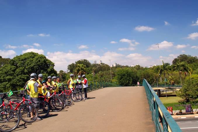 Os roteiros do Bike Tour SP passam por atrativos de São Paulo, como o Parque do Ibirapuera (foto: Eduardo Vessoni)