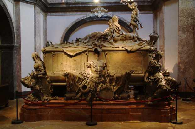 Sarcófago duplo com os corpos de Maria Teresa e seu esposo, o imperador Francisco I Estevão de Lorena (foto: Eduardo Vessoni)