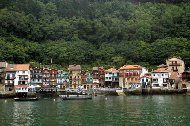 O povoado portuário de Pasajes ('Pasaia', na língua euskera), na provincia de Guipúzcoa, no País Basco, é uma das atrações de quem faz o Caminho Norte até Santiago de Compostela, na Espanha (foto: Eduardo Vessoni)