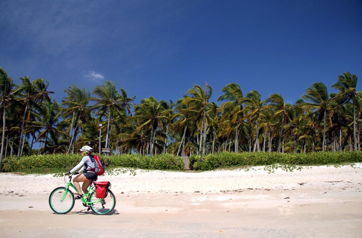 Praia dos Pescadores, uma das faixas de areia, entre Arraial d'Ajuda e Trancoso, no litoral sul da Bahia (foto: Ediuardo Vessoni)