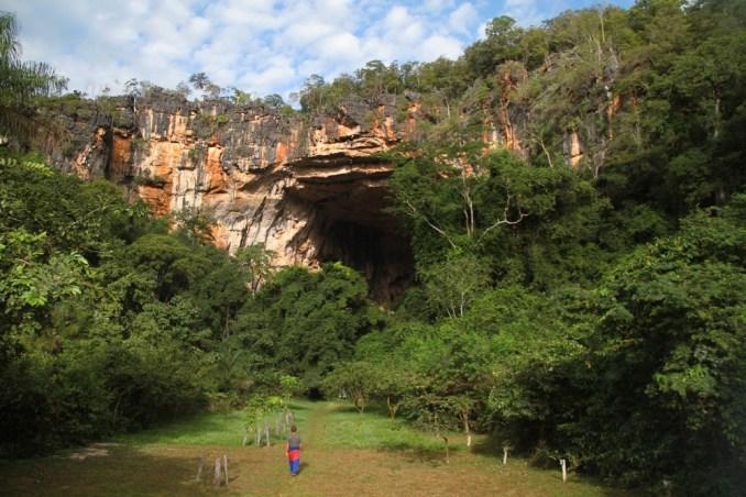 Entrada da caverna Terra Ronca, considerada uma das maiores do Brasil (foto: Eduardo Vessoni)