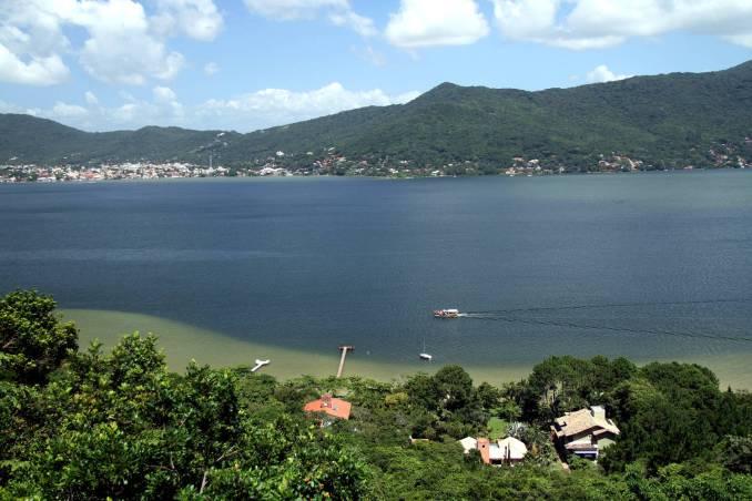 Lagoa da Conceção, a partir do mirante Ponto de Vista, na costa leste de Florianópolis (foto: Eduardo Vessoni)