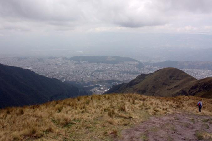 Quito vista do cerro Cruz Loma, no Equador (foto: Eduardo Vessoni)