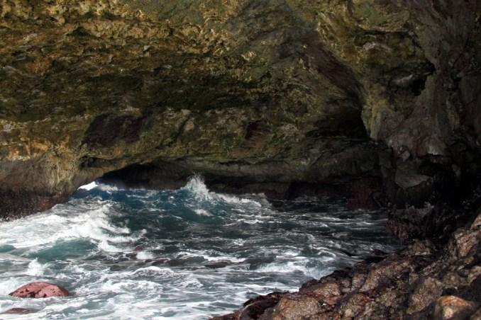 Interior da caverna do Capim Açu, em Fernando de Noronha (foto: Eduardo Vessoni)