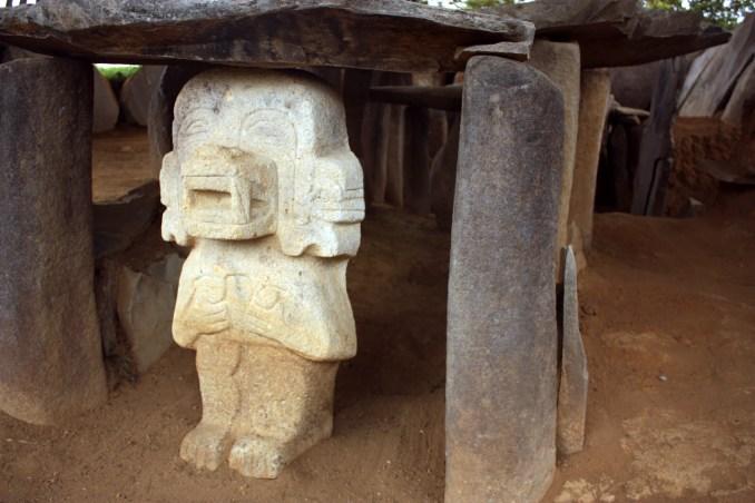 Estátua funerária de Alto de los Ídolos, próximo a San Agustín, na Colômbia (foto: Eduardo Vessoni)