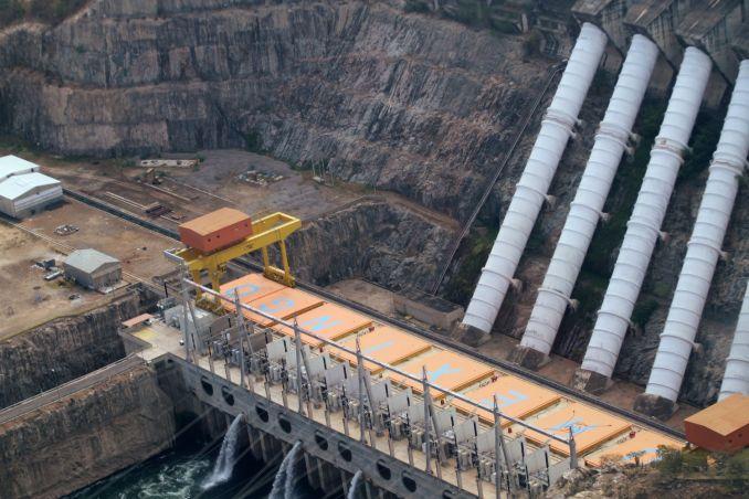 Sobrevoo na Hidrelétrica de Xingó, em Sergipe (foto: Eduardo Vessoni)