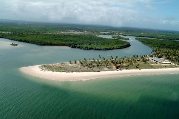 Vista aérea da Praia do Saco, em Sergipe (foto: Secretaria do Turismo e do Esporte de Sergipe/Divulgação)