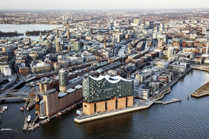 Vista aérea da Elbphilharmonie, em Hamburgo, na Alemanha (foto: Maxim Schulz/Divulgação)