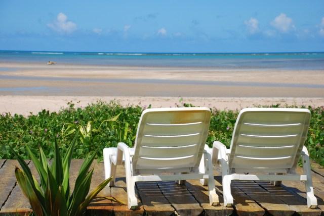 Cheia de coqueirais, a Praia Porto da Rua fica ainda mais bonita quando a maré está baixa