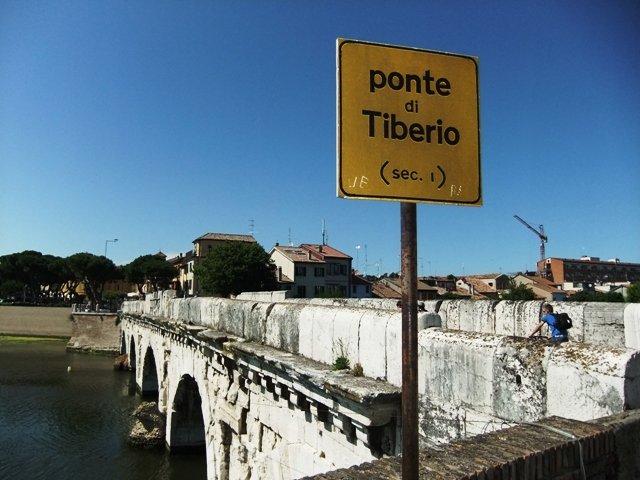 Pontos turísticos em Rimini, Itália. Ponte de Tibério