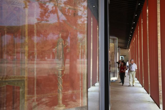 Ruínas da antiga cidade de Pompeia. Afrescos de Moregine na Palestra Grande