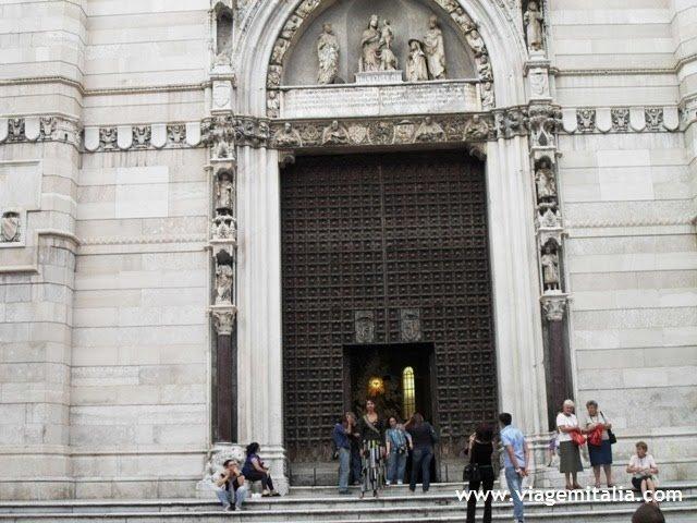 Catedral de Nápoles, Itália