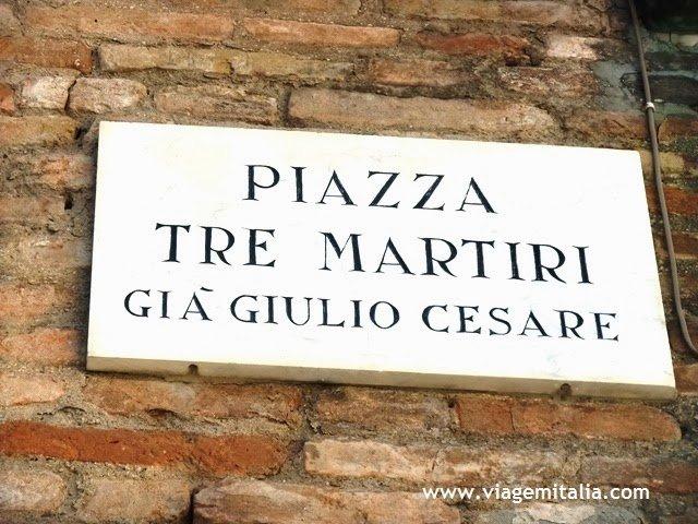 Pontos turísticos em Rimini, Itália. Praça Tre Martiri