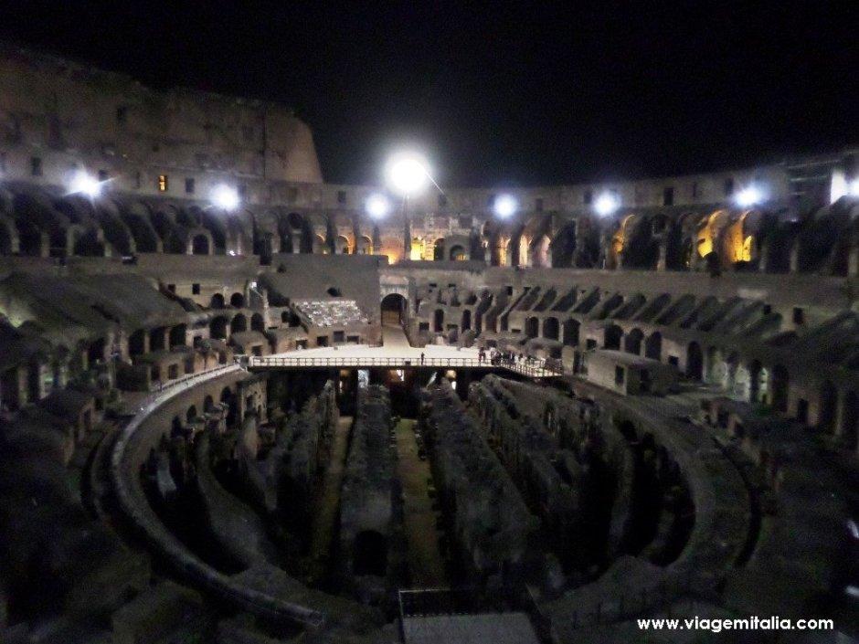 Coliseu de Roma, Itália. Visitas à noite
