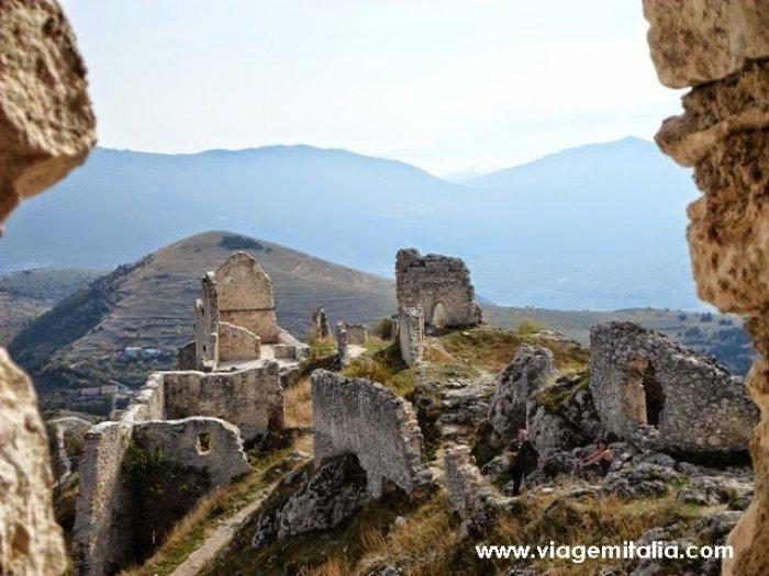 Castelos-mais-bonitos-mundo-Castelo_Rocca-Calascio_Italia2