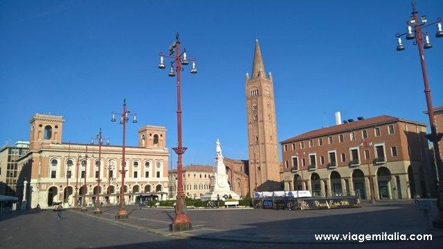 Praça Aurelio Saffi, centro de Forlì.
