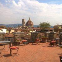 O panorama que se tem do terraço da torre medieval, sede da escola: a linda Cúpula de Brunelleschi.