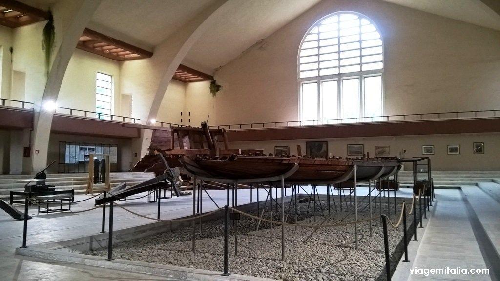 Museu dos navios de Calígula, Lago de Nemi, perto de Roma
