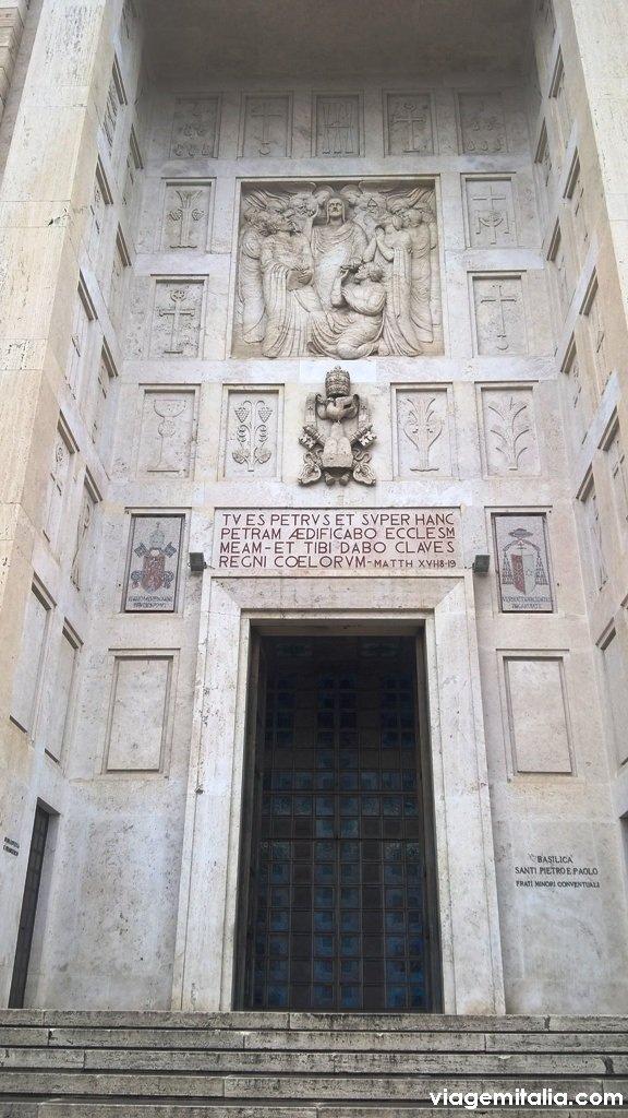 Igreja de São Pedro e de São Paulo, bairro EUR, em Roma