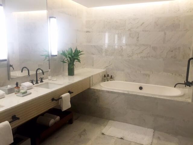 Banheiro de uma das Suites