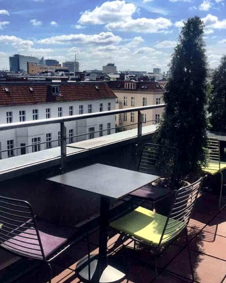 Este é o terraço muito lindinho do Hotel Otto.