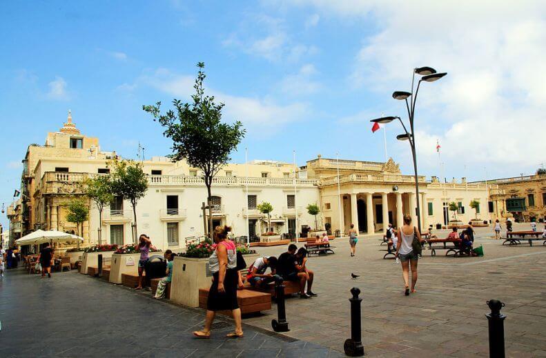 Piazza St John