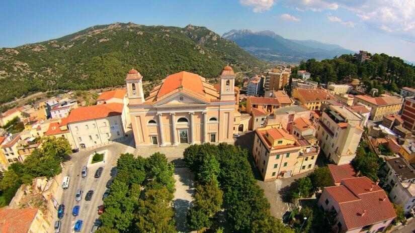 Cattedrale_di_Santa_Maria_della_neve,_Nuoro,_vista_dal_drone