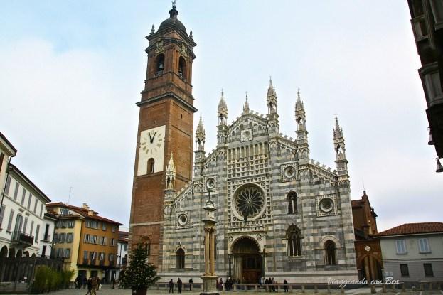 Facciata marmorea del Duomo di Monza