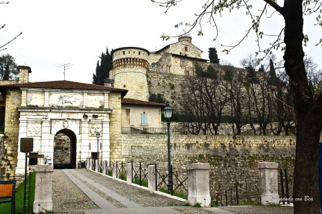 Castello di Brescia - Portale d'ingresso