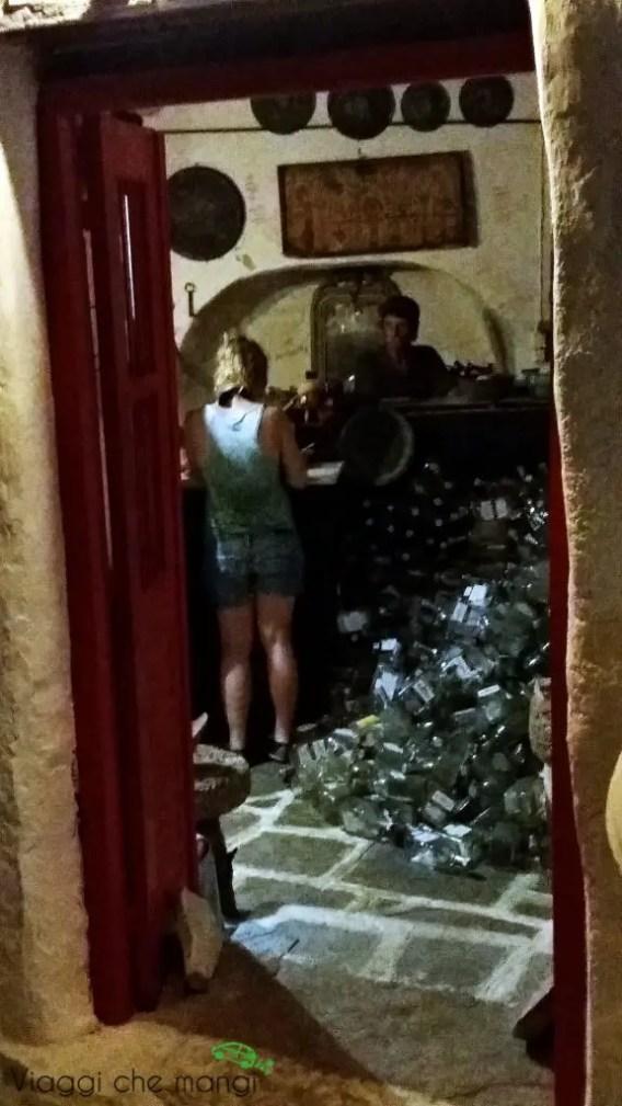 Kavos Sunrise, bar di Kosta a sifnos: un locale cubano.