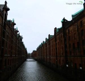 La visita ad Amburgo non è completa senza una passeggiata allo Speicherstadt.