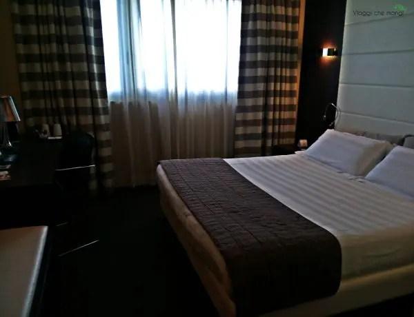 stanza di hotel di una catena di hotel internazionale.