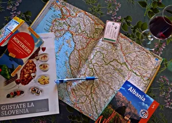 preparazione al viaggio nei balcani: studio delle cartine