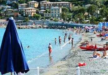 spiagge di genova: la spiaggia di arenzano.