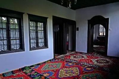 viaggiare in bosnia in auto per vedere gli interni tekija blagaj