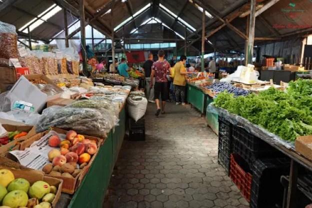 Mercato della frutta vacanze a Durazzo, Albania.