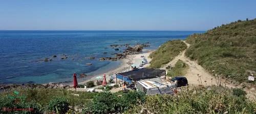 Plazhi Kallmit e Curilla, spiaggia da vedere durante le vacanze a Durazzo, Albania.