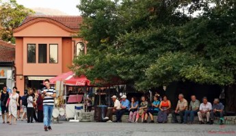 cosa vedere sul algo di ohrid: la piazza principale della città.