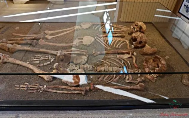 triplice sepoltura al Museo Preistorico dei Balzi Rossi di Ventimiglia