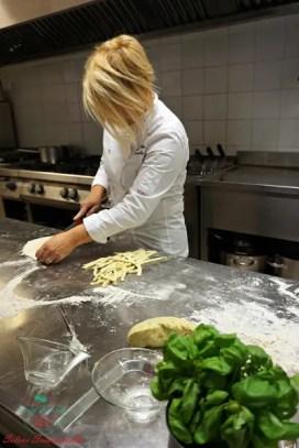 al ristorante shalai di genova antonella coppola prepara lo scialatiello